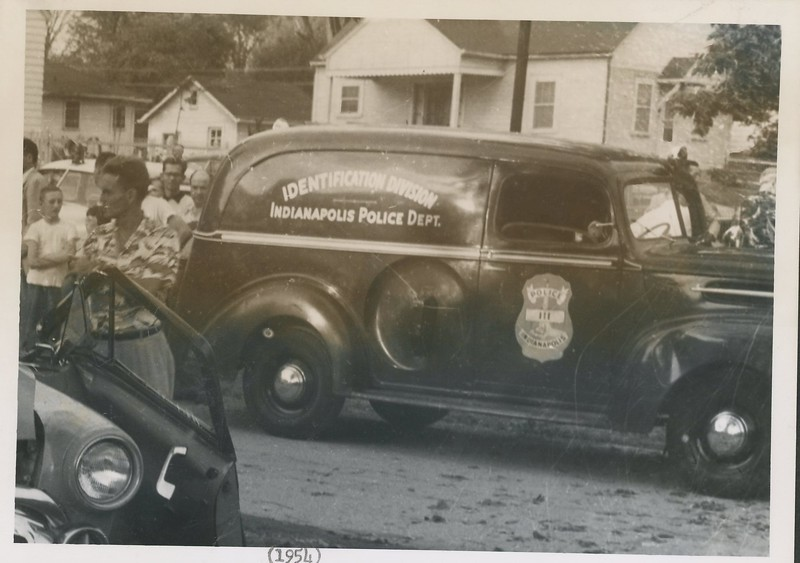 1954 view of IPD Identification Division vehicle