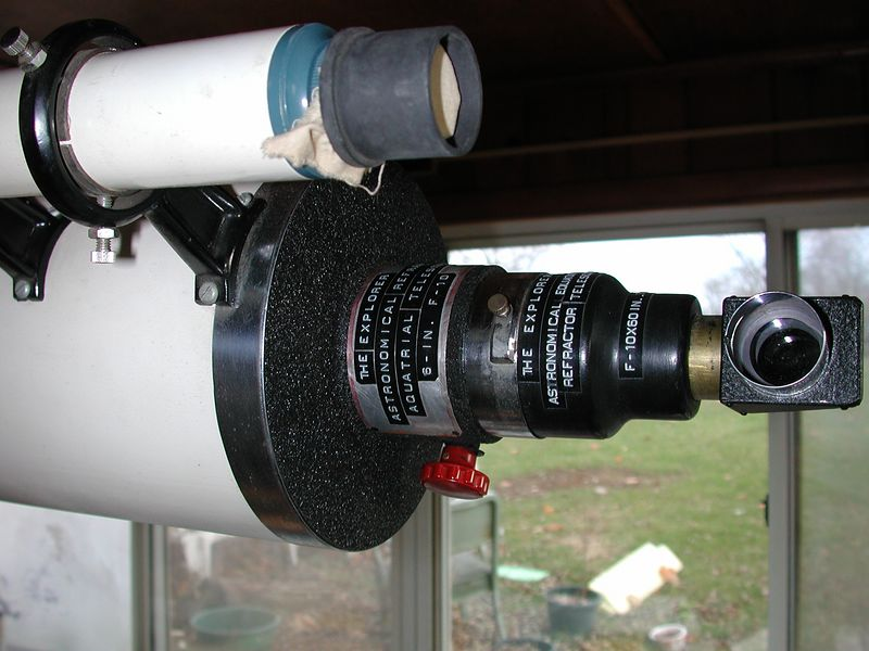 """Observers end of the telescope. Shows the """"tail stock assembly"""". Also shown is a 12 x finder scope. The Rack & pinion focuser, features red focusing knobs and is set up for 1.25 inch standard size occulars. You can unscrew the black housing that is attached to the draw tube and attach a """"straight thru"""" housing and use 2 inch star and occulars!"""