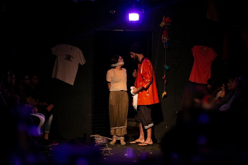 Allan Bravos - Fotografia de Teatro - Indac - Migraaaantes-356.jpg