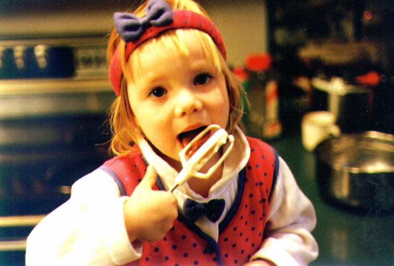 Alina licking the beater, 11-06-95  .jpg