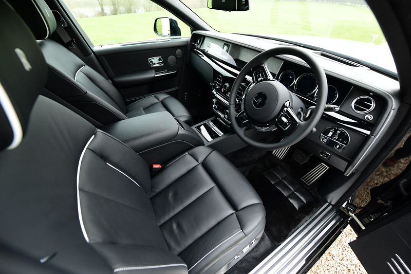 Rolls-Royce Phantom VIII - 3.jpg