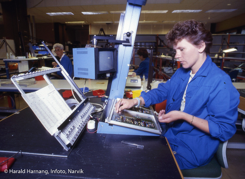 Norsk forsvarsteknologi, NFT, optisk assistert el-montasje. Sølvi Mäntikovski.