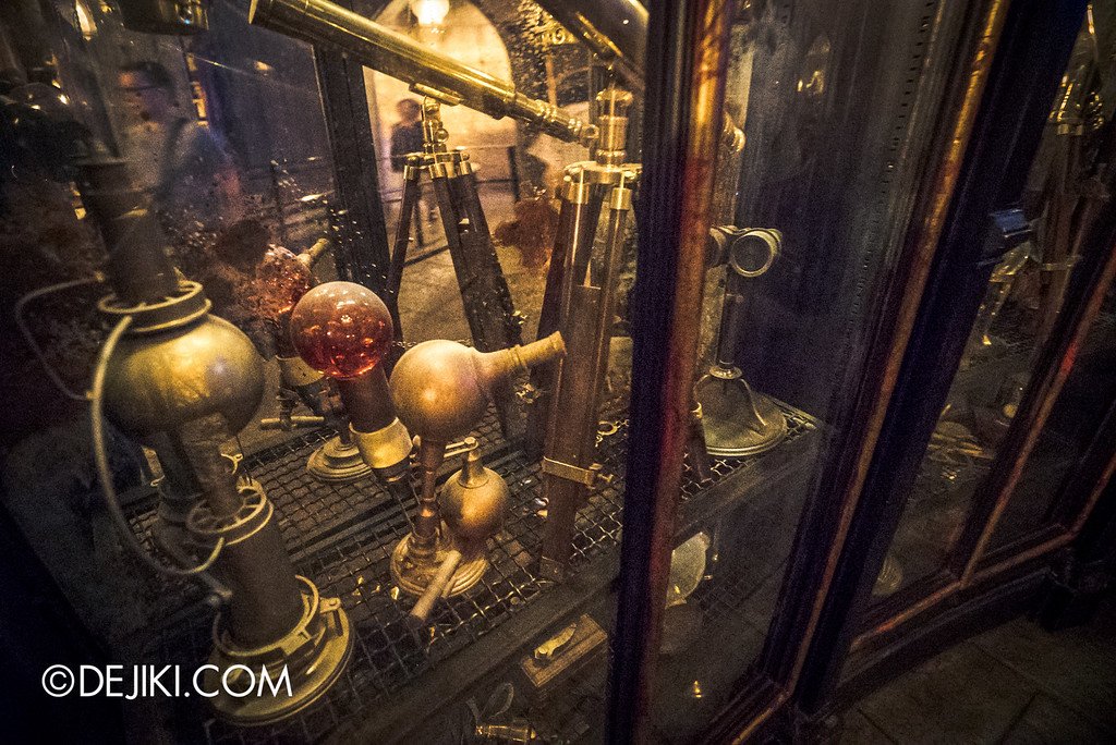 Universal Studios Japan - Harry Potter and the Forbidden Journey / Hogwarts Castle Walk Tour - Dumbledore's Office Cabinet