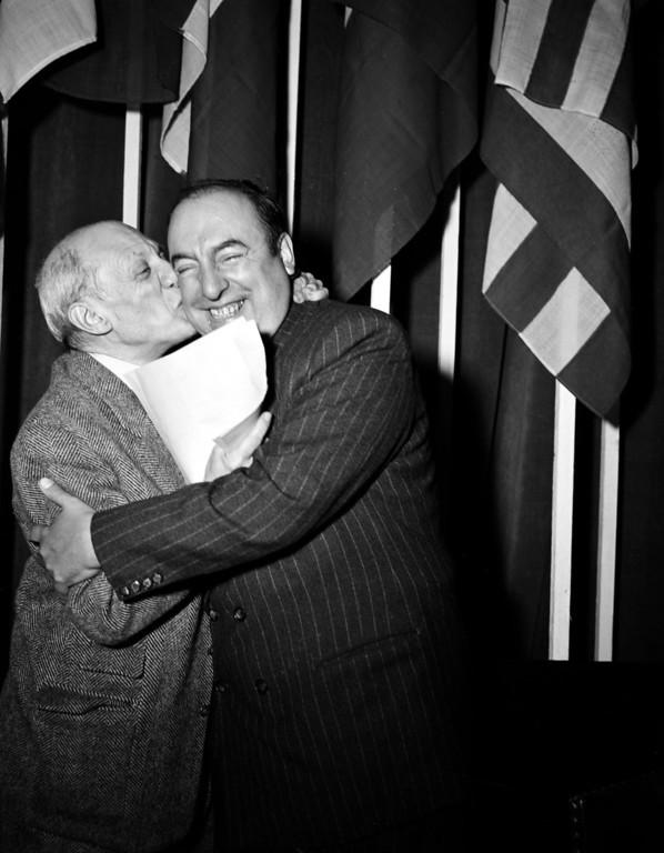 . ARTIST SPANISH-FRENCH PAINTER CHILEAN POET AUTHOR COMMUNIST PEACE ACTIVIST KISSING EMBRACING