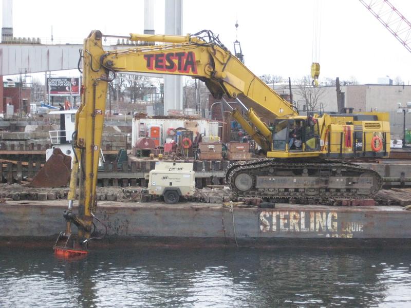 NPK GH50 hydraulic hammer on Testa excavator (40).jpg