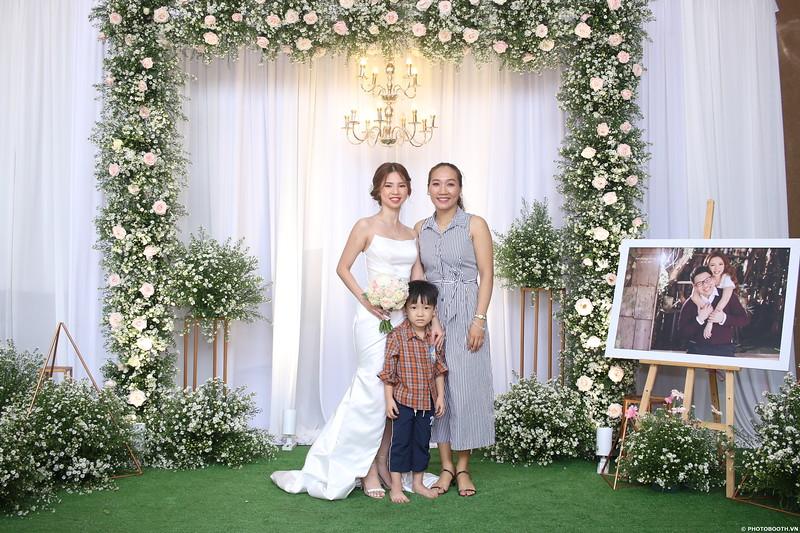 Vy-Cuong-wedding-instant-print-photo-booth-in-Bien-Hoa-Chup-hinh-lay-lien-Tiec-cuoi-tai-Bien-Hoa-WefieBox-Photobooth-Vietnam-081.jpg