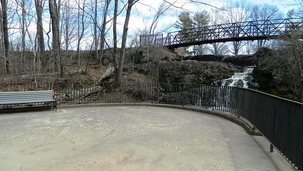 Mill Pond Falls 040518