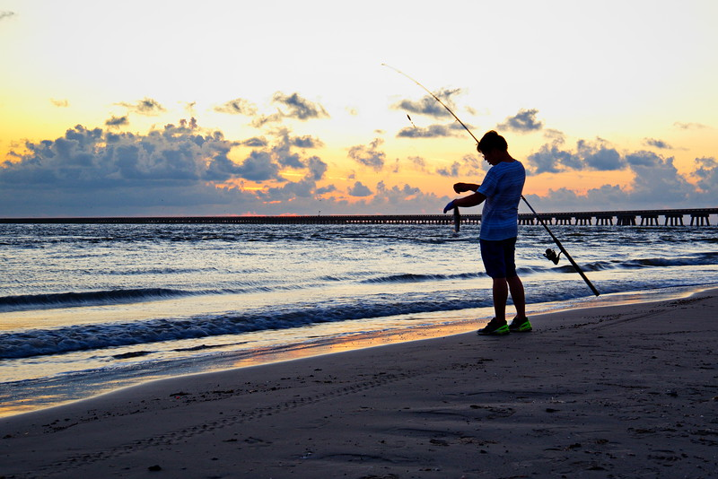 20190718_San_Luis_Pass_Sunrise_Fisherman_750_2237a.jpg