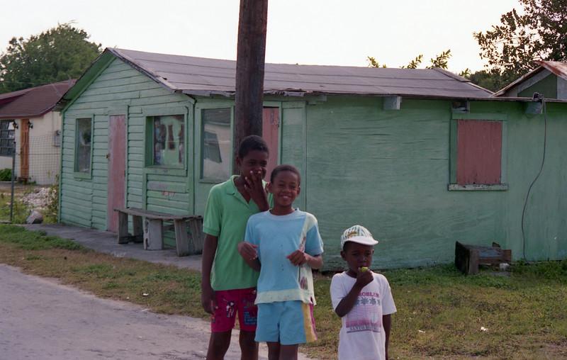 1990-12 1-09A Bahamas207.jpg