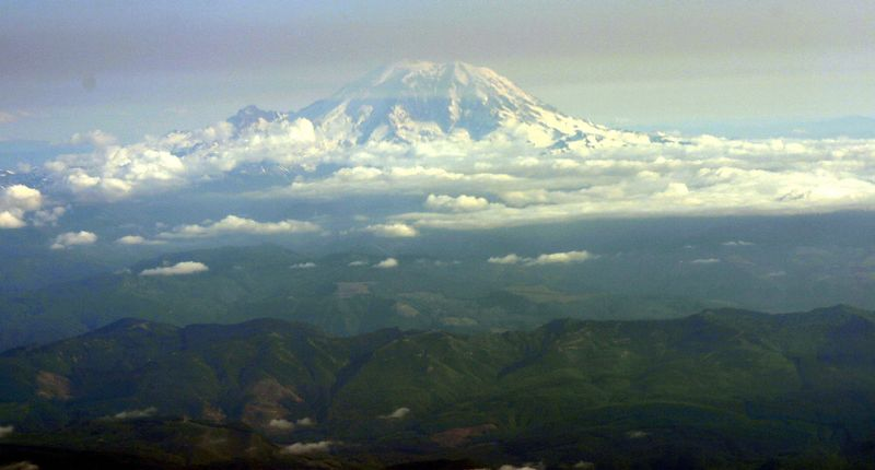 MOUNT RANIER , WASHINGTON STATE ; JULY 2004