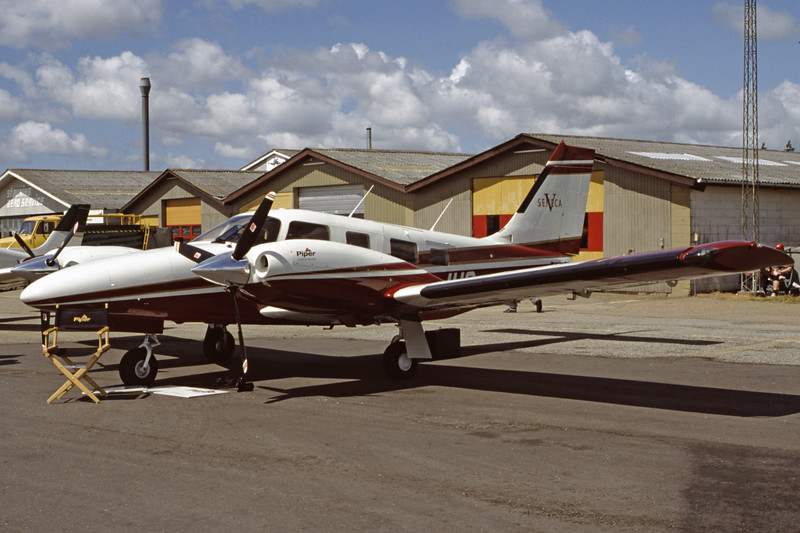 OY-JHS-PiperPA-34-200TSenecaV-Private-EKVJ-1998-06-13-FC-28-KBVPCollection.jpg