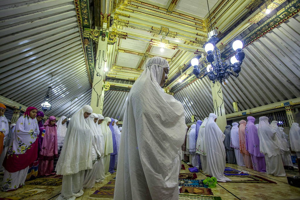 . YOGYAKARTA, INDONESIA - JUNE 28:  Indonesian muslims perform prayers known as Tarawih at Kauman Great Mosque on June 28, 2014 in Yogyakarta, Indonesia. Ramadan, the ninth month of the Islamic calander is a month of fasting, prayers and recitation of the Quran.  (Photo by Ulet Ifansasti/Getty Images)
