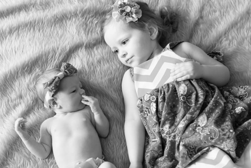2014.03.30 Whitney Kronforst Newborn Photos B-W 40.jpg