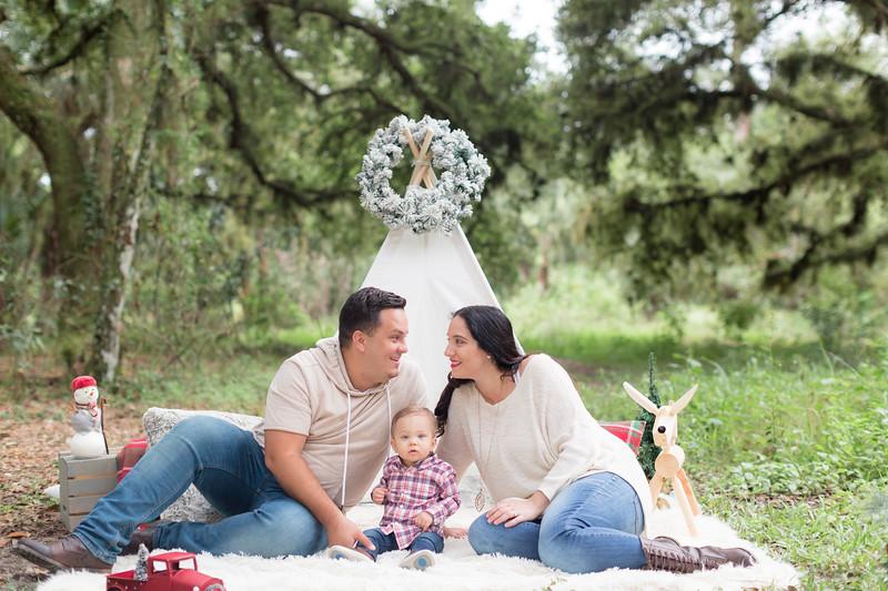 Holiday Minis- Acosta Family-32.jpg