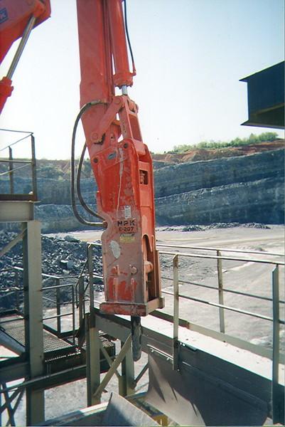 NPK B600 pedestal boom system with E207 hydraulic hammer-breaking bridged rock in quarry (7).jpg