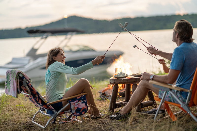 2021-SDX-270-Outboard-SDO270-lifestyle-family-camping-04278.jpg