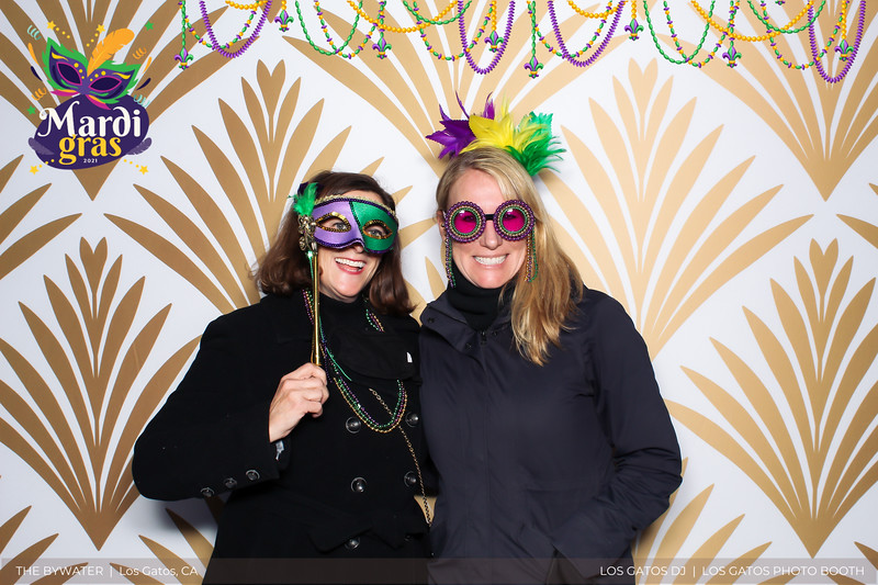 LOS GATOS DJ - The Bywater's Mardi Gras 2021 Photo Booth Photos (beads overlay) (4 of 29).jpg
