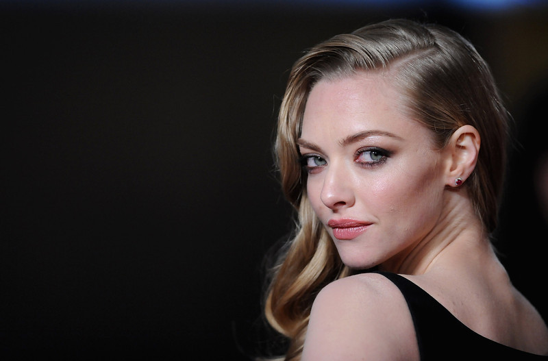 """. Actress Amanda Seyfried attends the \""""Les Miserables\"""" World Premiere at the Odeon Leicester Square on December 5, 2012 in London, England.  (Photo by Stuart Wilson/Getty Images)"""