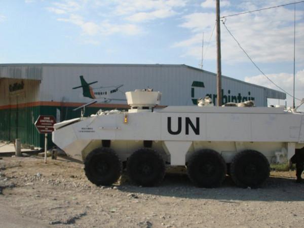 United Nations has peacekeeping troops in Haiti. Haitissa oli jo ennestään YK:n rauhanturvaajia.