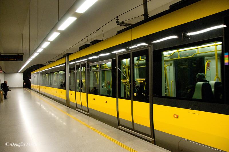 Fri 3/18 in Porto: We ride the Porto Metro back to our hotel