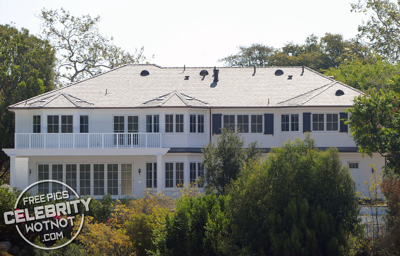 Reese Witherspoon's $12.7 Million Home In Pacific Palisades, CA