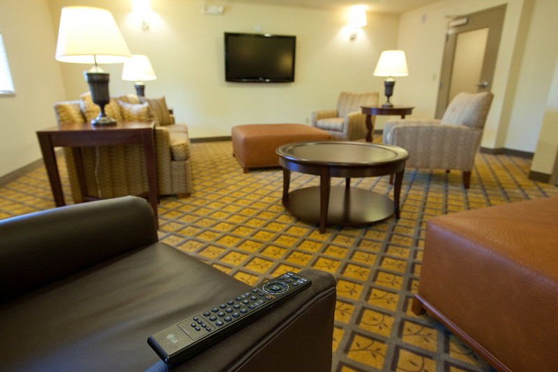 CANDLEWOOD SUITES FORT MYERS Living Room002.jpg