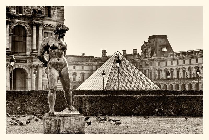 Louvre_20141216_0082-B&W.jpg