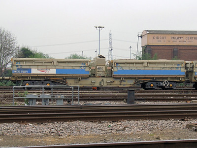 MRA-A - Bogie Side Tipping Ballast Wagon (Outer with Generator)