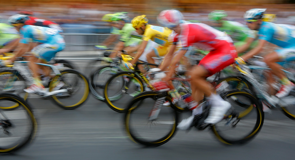 . 2014 Tour de France cycling race winner Italy\'s Vincenzo Nibali, wearing the overall leader\'s yellow jersey, rides in the pack during the last stage in Paris, France, Sunday, July 27, 2014. (AP Photo/Laurent Cipriani)
