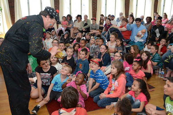 Joey the Clown performs for kids-041716