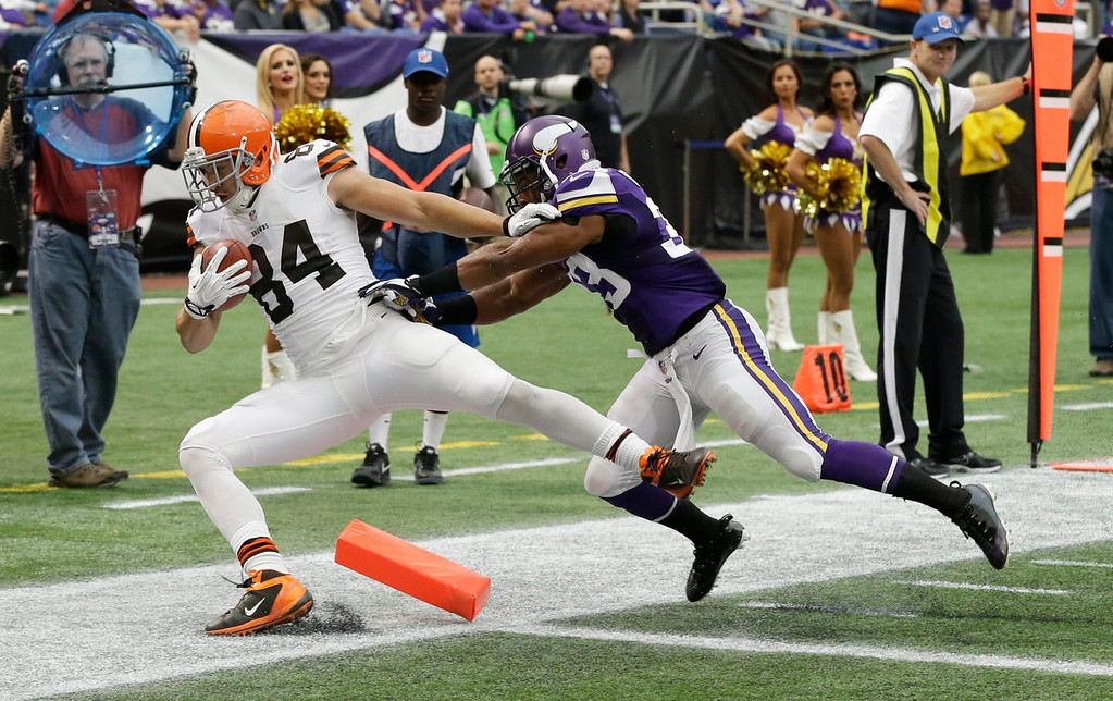 . Cleveland Browns tight end Jordan Cameron, left, is pushed out of the end zone by Minnesota Vikings strong safety Jamarca Sanford after catching on an 11-yard touchdown pass during the first half of an NFL football game Sunday, Sept. 22, 2013, in Minneapolis. (AP Photo/Jim Mone)