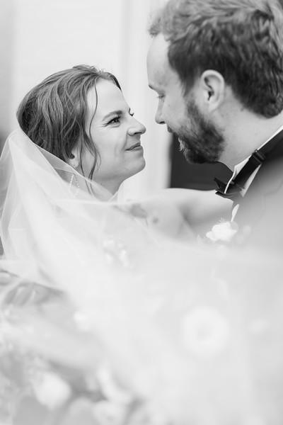 437_Ryan+Hannah_WeddingBW.jpg