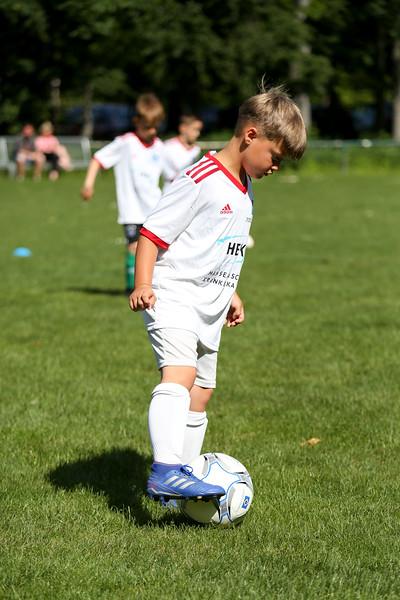 hsv_fussballschule-049_48047989373_o.jpg