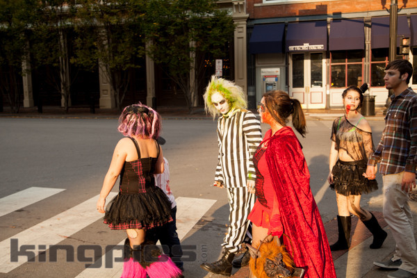 ZombieWalk2012131012151.jpg