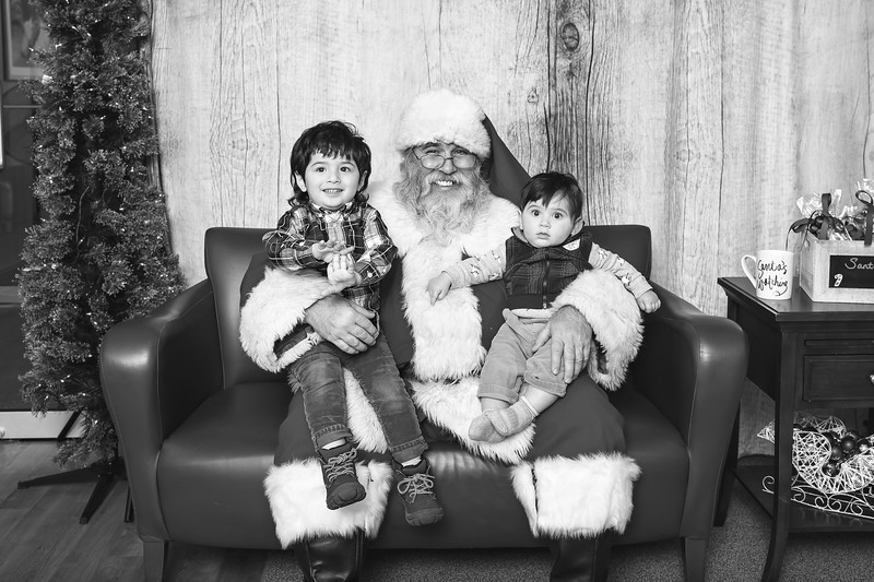Ameriprise-Santa-Visit-181202-4989-BW.jpg