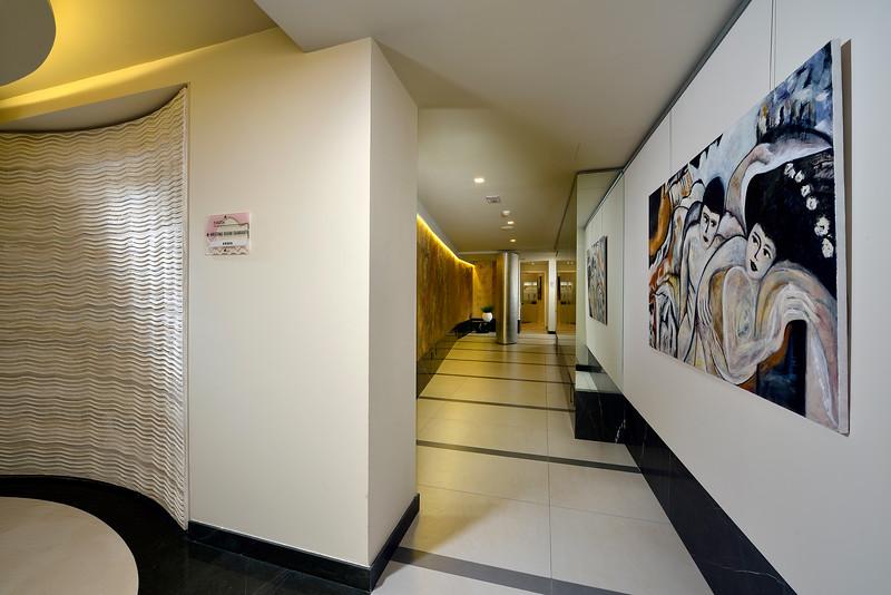 Corridoio quadri.jpg