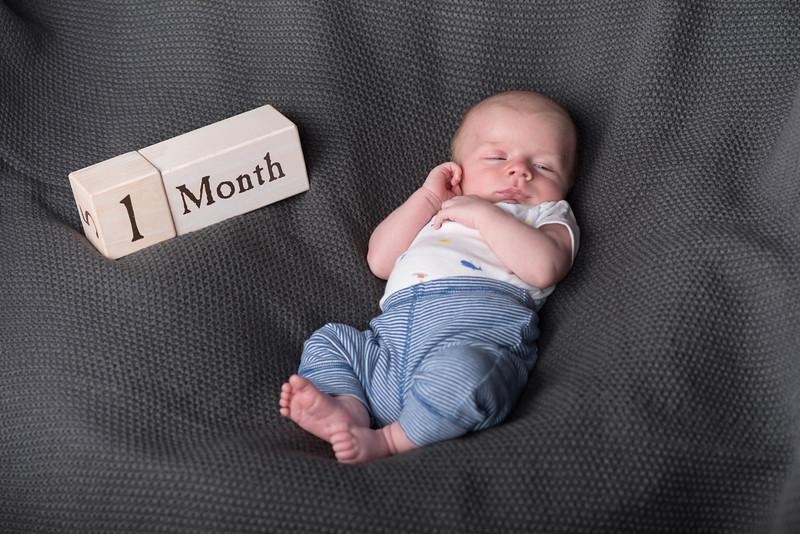 Axel 4 weeks-8676.jpg