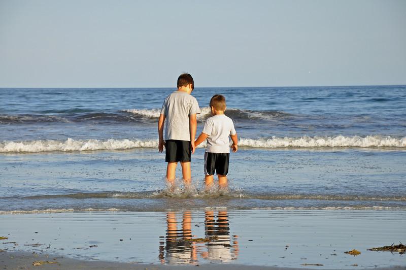 Long Sands Beach - kids 04 - 2010-08-07.jpg