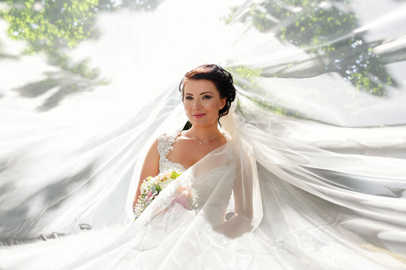 wedding-photographer-bride-veil-greenwoods-essex-(32).jpg