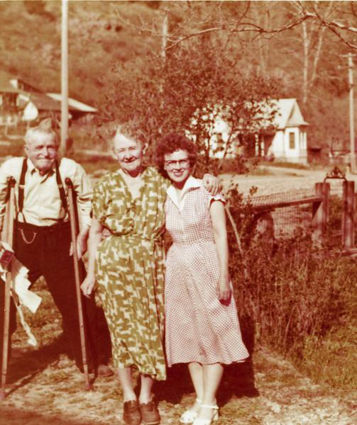 Laura, Granma Sipe Lou Sipe 201.jpg