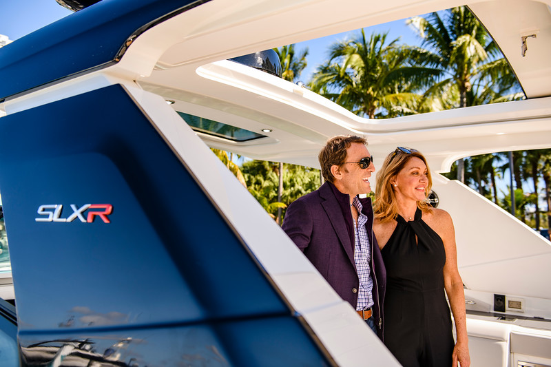 2020-SLX-R-400-e-Outboard-lifestyle-02.jpg