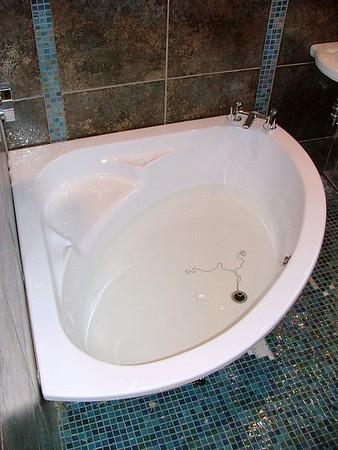 Highdales Rd, Corner bath installation