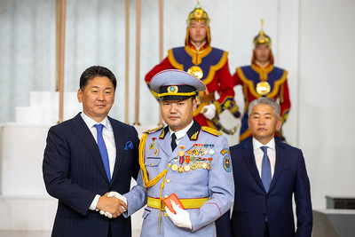 Монгол Улсын Ерөнхийлөгч У.Хүрэлсүх төрийн одон, медаль гардууллаа