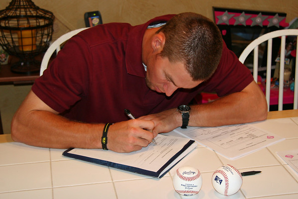 Jake Signs with Phillies!!