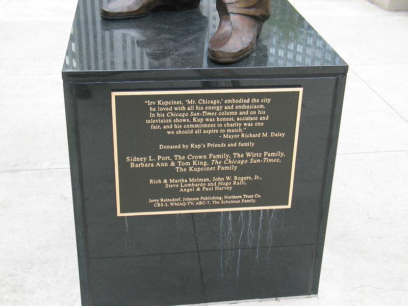 Statue of Irv Kupcinet 'Mr. Chicago'