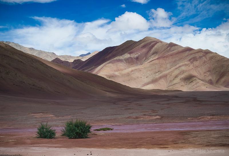 LadakhPaintedHills01_1k.jpg