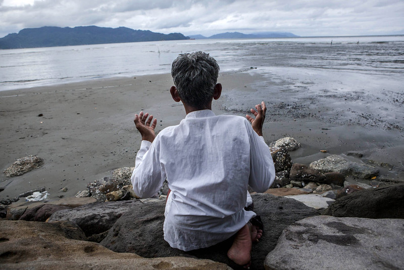 . Abdullah (58), a fisherman prays on the beach on December 26, 2014 in Banda Aceh, Indonesia. Aceh was the worst hit location, being the closest major city to the epicentre of the 9.1 magnitude quake, suffering a huge hit from the following tsunami and resulting in around 130,000 deaths. Throughout the affected region of eleven countries, nearly 230,000 people were killed, making it one of the deadliest natural disasters in recorded history.  (Photo by Ulet Ifansasti/Getty Images)