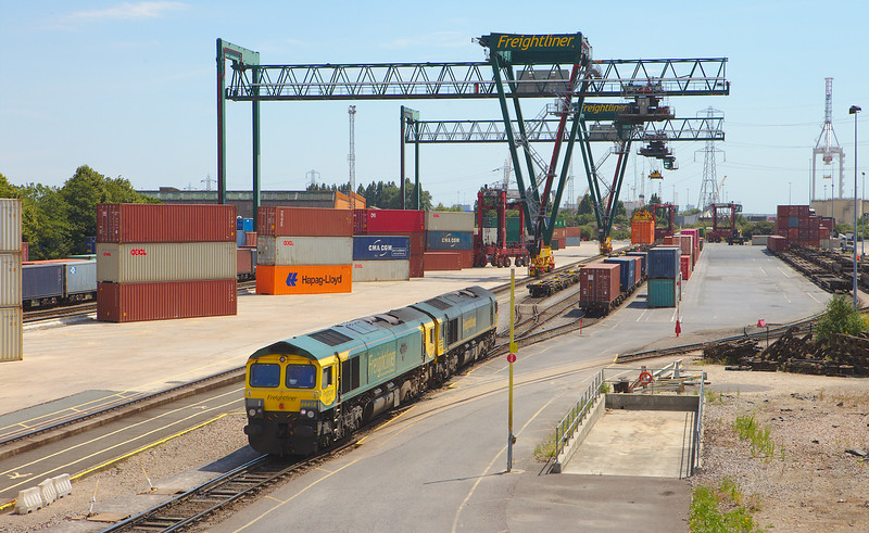 Freightliner 66418 + 66955 in Southampton