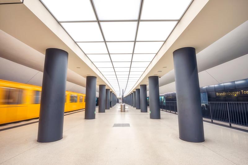 Brandenburg-tor-station.jpg