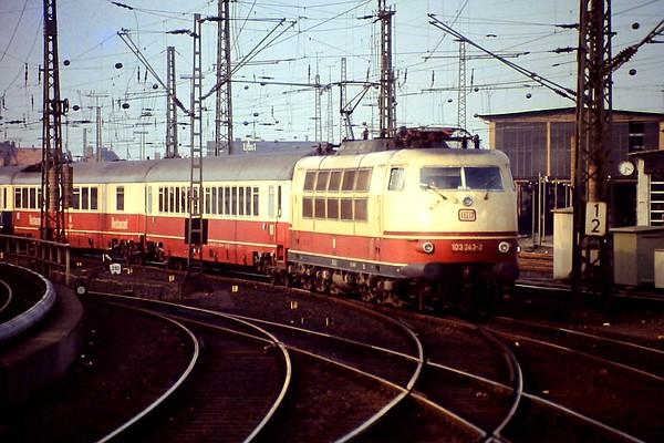 103 243, Hamburg Altona, 24th February 1990.